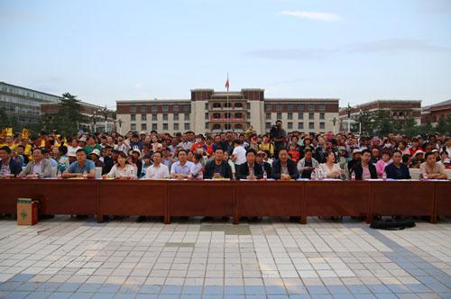 县上领导李生地,刘舜尧,蒋国栋和各相关部门单位的党员干部职工代表